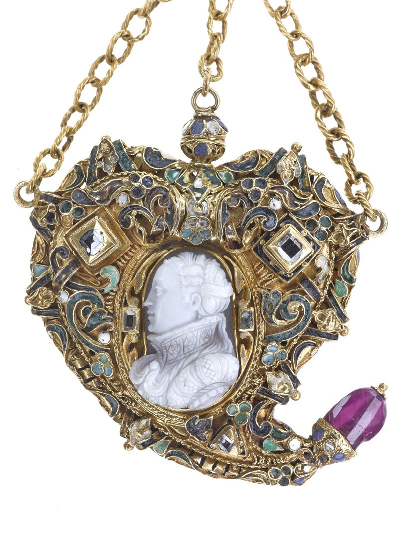 Mary Queen of Scots heart shaped pendent