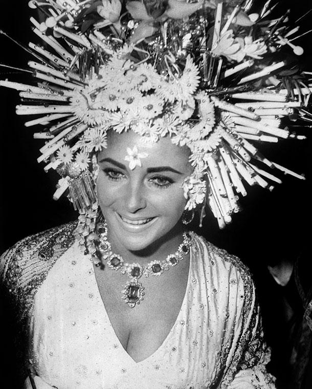 Elizabeth-taylor-wears-bulgari-jewellery_610px_0