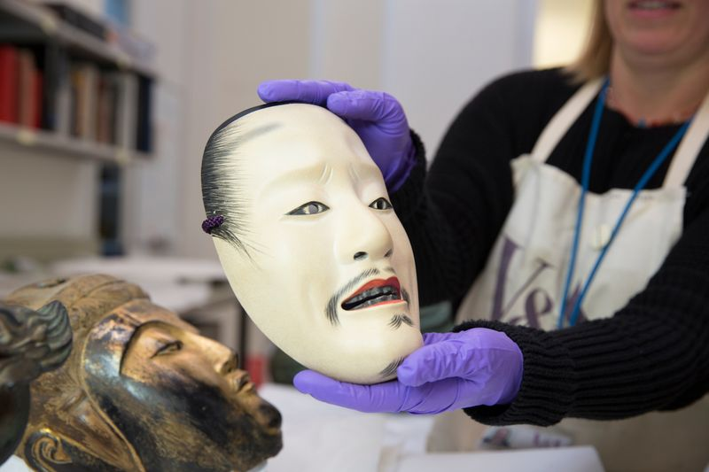 Toshiba_Gallery_of_Japanese_Art_Conservation_-_No_mask_of_a_yound_nobleman_2000