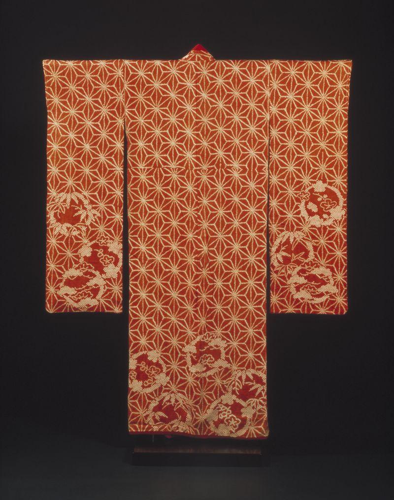 Kimono_red_shibori-dyed_Japan_1790-1830_c_Victoria_and_Albert_Museum_London