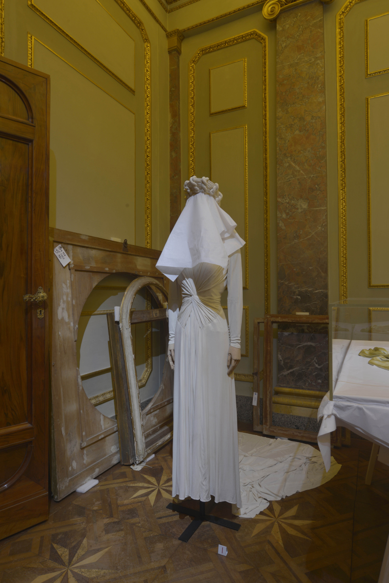 The dresses of oblivion  - 00219