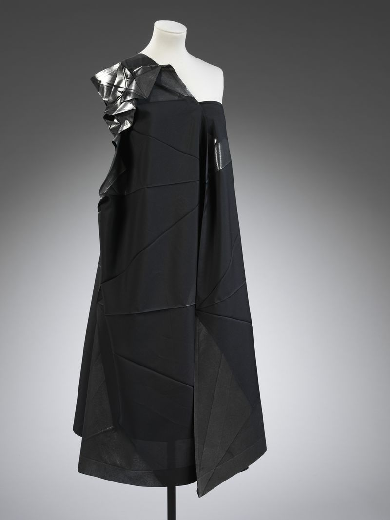 Dress_by_Issey_Miyake_b.1938_from_132_5