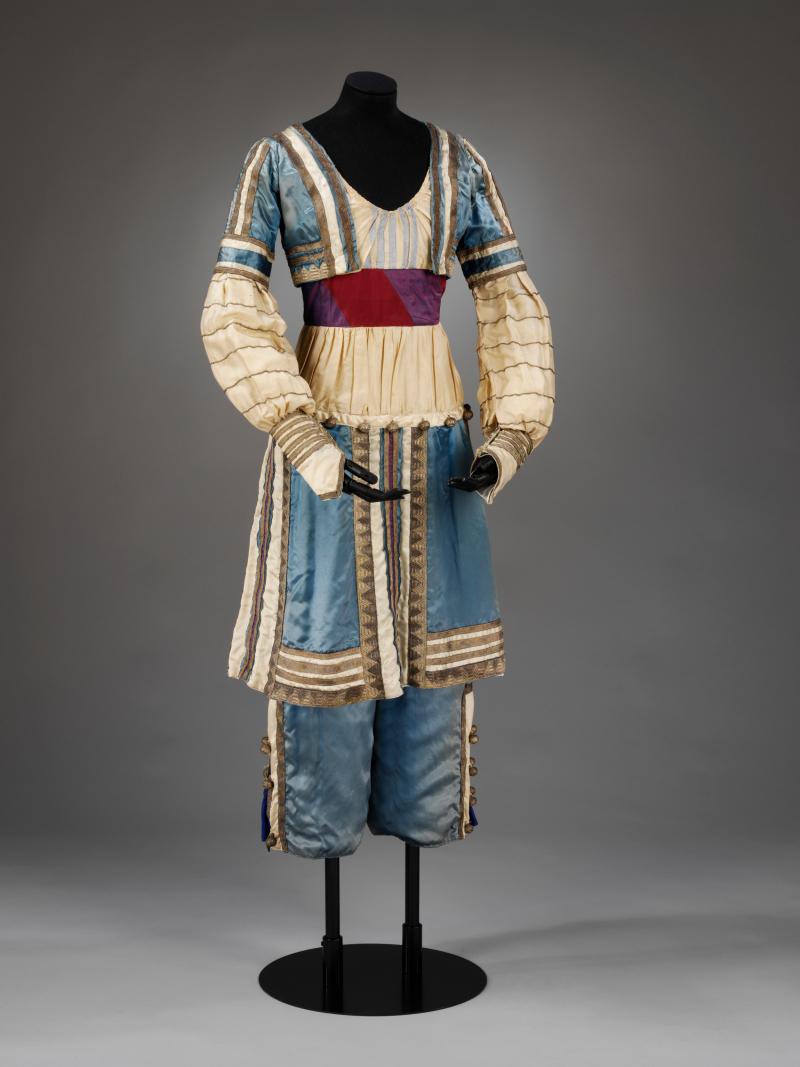 6_Theatre_Costume_L+®on_Bakst_designed_1912._Copyright_Victoria_and_Albert_Museum_London