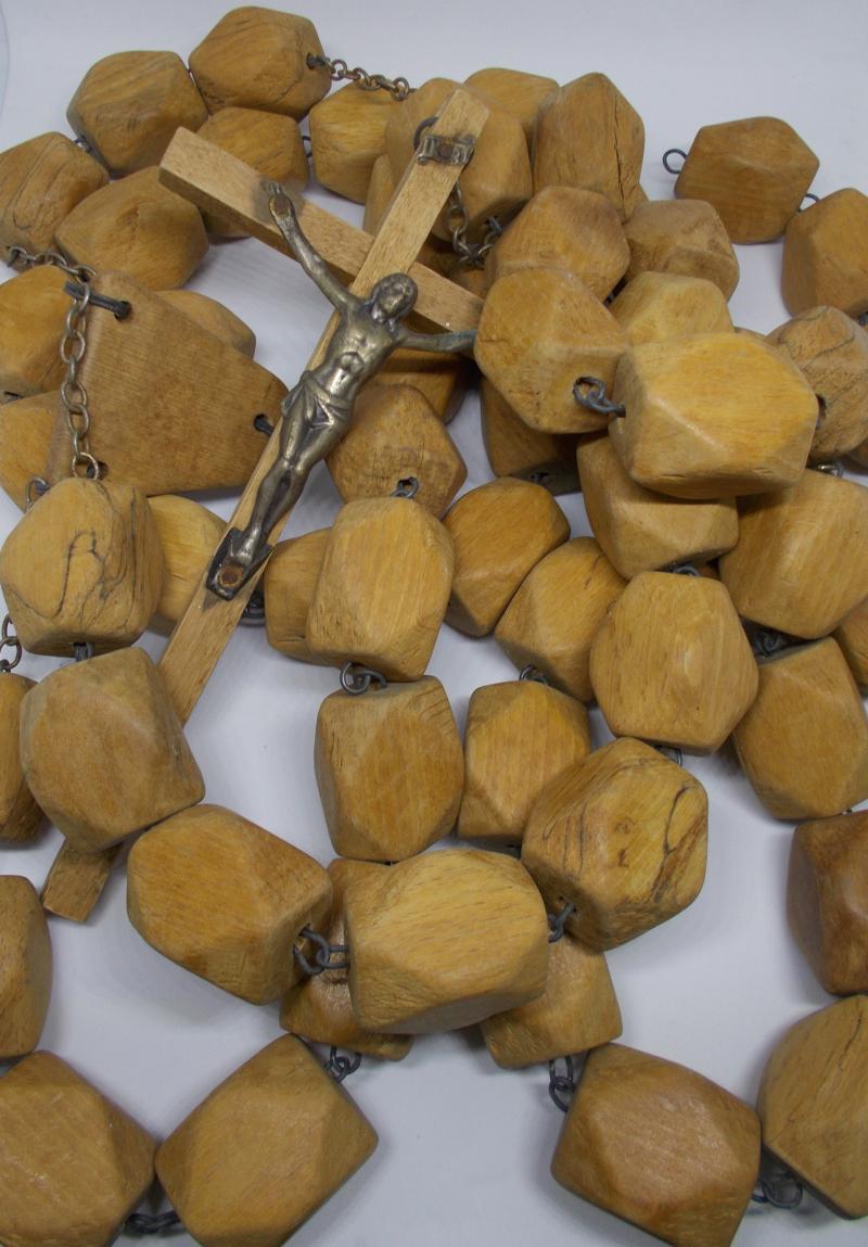 Wooden_Rosary_byAnnaBattista_EDIT