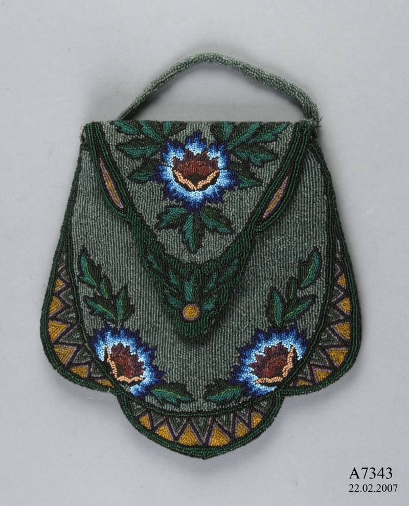 Maas_Museum_Pouch_a
