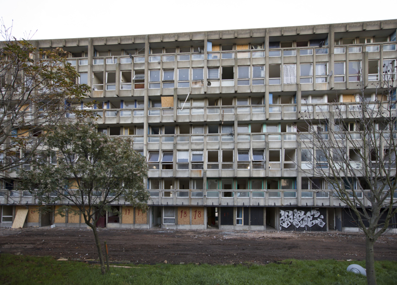 Robin Hood Gardens  completed 1972  designed by Alison and Peter Smithson_b