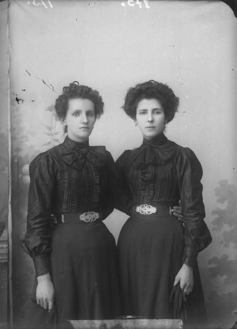 09_Pietro Marubbi_Kostaqi Davario - two sisters_no date