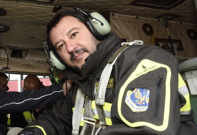 Salvini_VigilidelFuoco_b