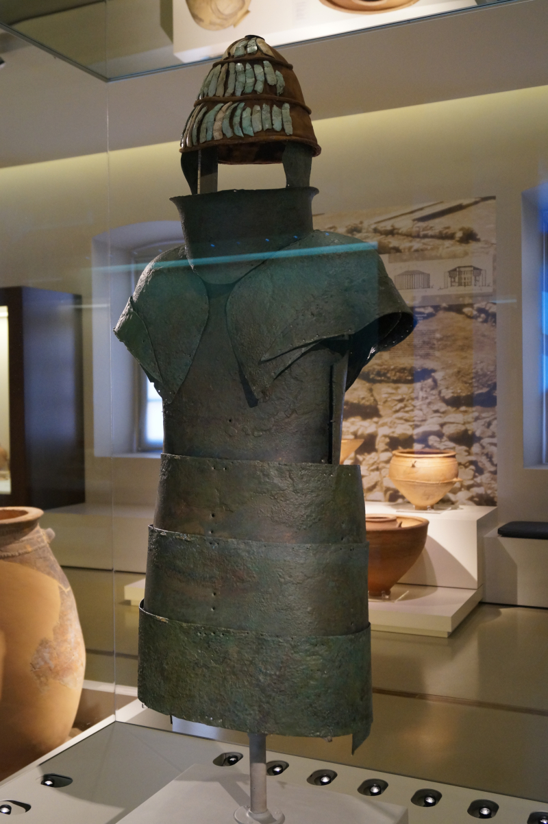 Mycenaean_armour_from_chamber_tomb_12_of_Dendra_1