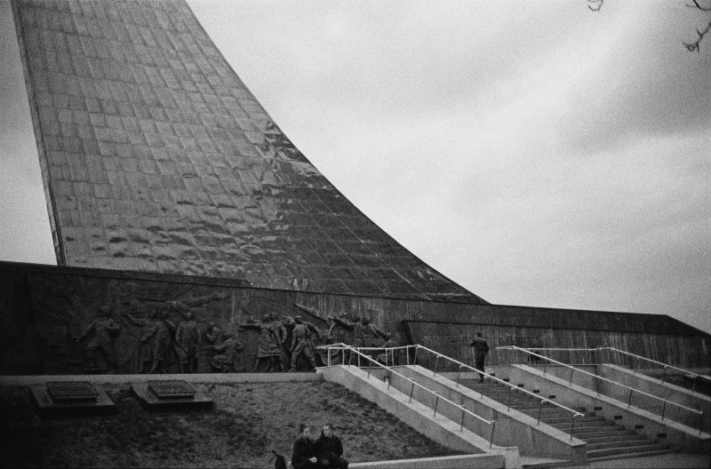 24_Monument