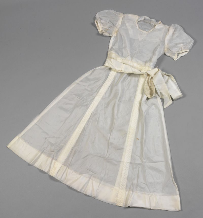 ParachuteSilkDress_1945