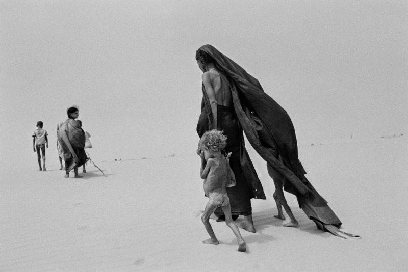 Sebastião-Salgado-Region-of-Lake-Faguibine-Mali-Africa-1985