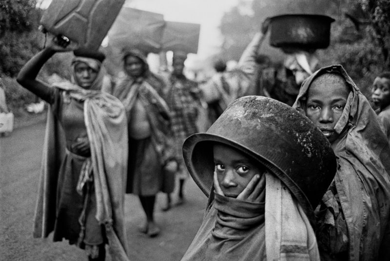 Sebastião-Salgado-–-Water-supplies-are-often-far-away-from-the-refugee-camps.-Goma-Zaire-1994