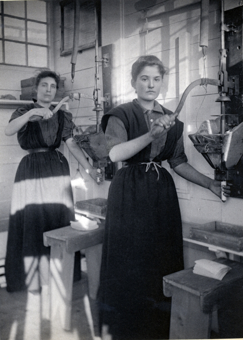 UoG_Making dynamite cartridges  Ardrossan  1897