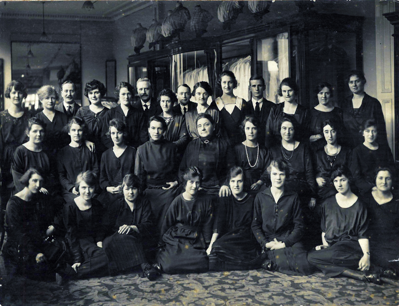 UoG_Shop Staff of James Howell & Co. Ltd  Cardiff  c.1910