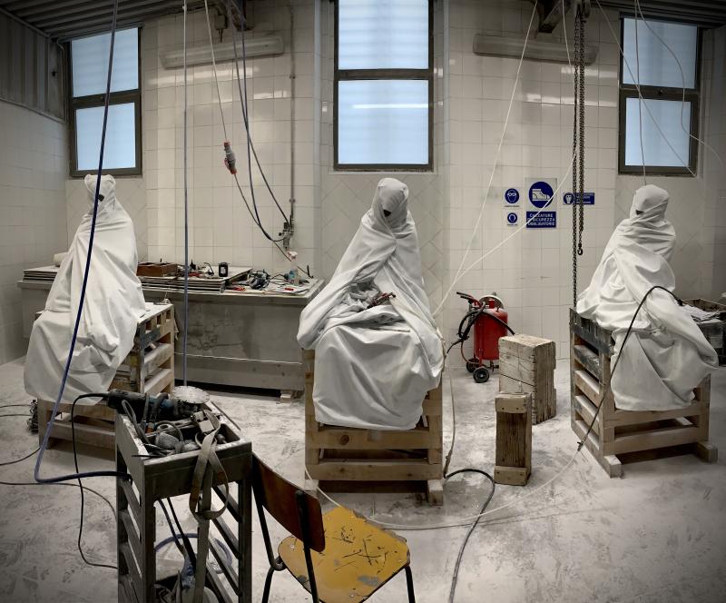 Le Tre Grazie (2)  2020  marmo bianco  (da sx a dx) 125x89x61 cm  124x86x88 cm  137x77x75 cm