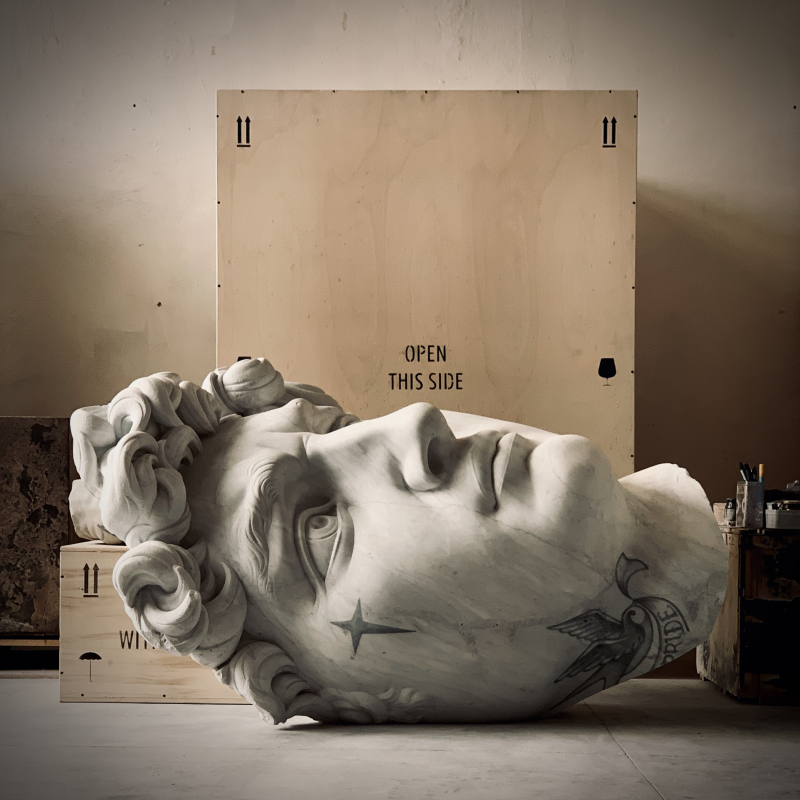 Souvenir David  2020  marmo bianco e pigmenti  196x114x115 cm