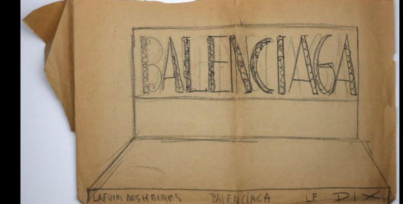 JanineJanet_Balenciaga_windowdisplay_kraftpaper