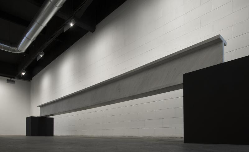 Flat line  2006  marmo bianco  606x41x22 cm