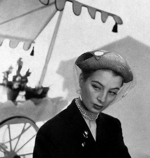 Claude Saint Cyr_Capucine_1952
