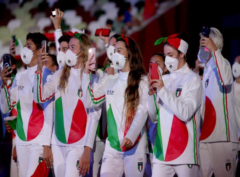 Tokyo_OlympicGames_ceremony_Italy_b